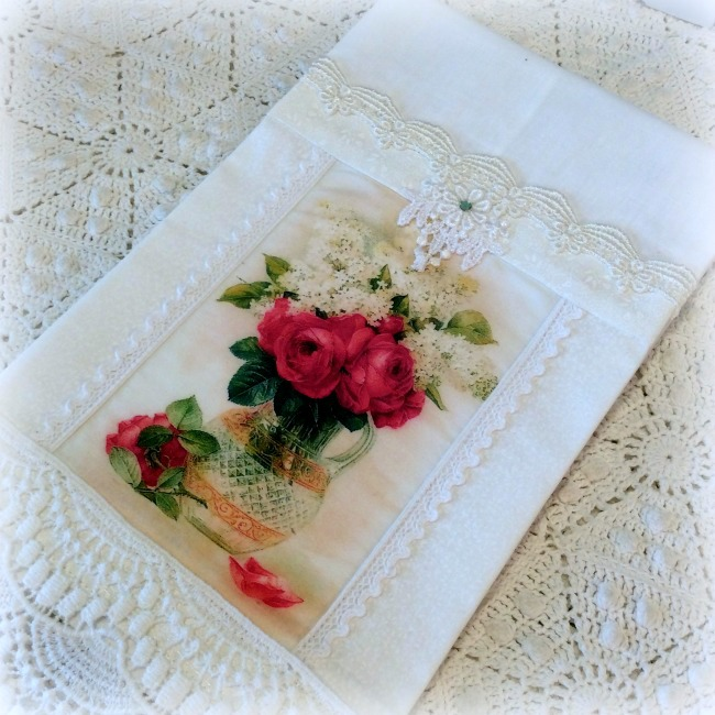Guest tea towel Pitcher of red roses