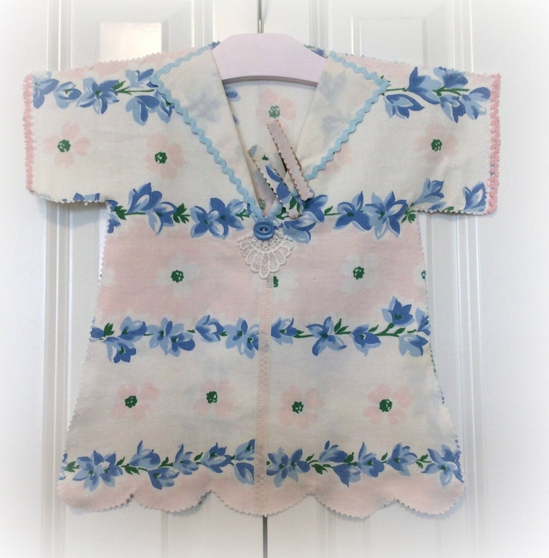 Vintage shabby pink clothes pin bag