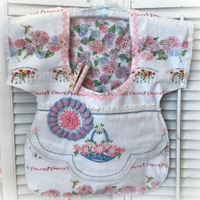 Garden Basket of flowers Clothes pin bag Vintage embroidery