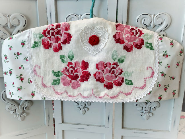 Vintage Red roses hanger cover