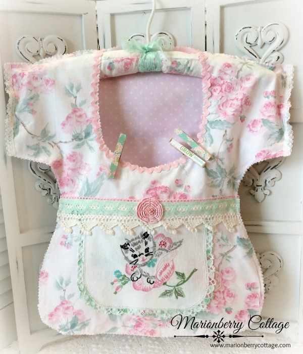 Pink Roses and kitten Clothes pin bag Vintage embroidery