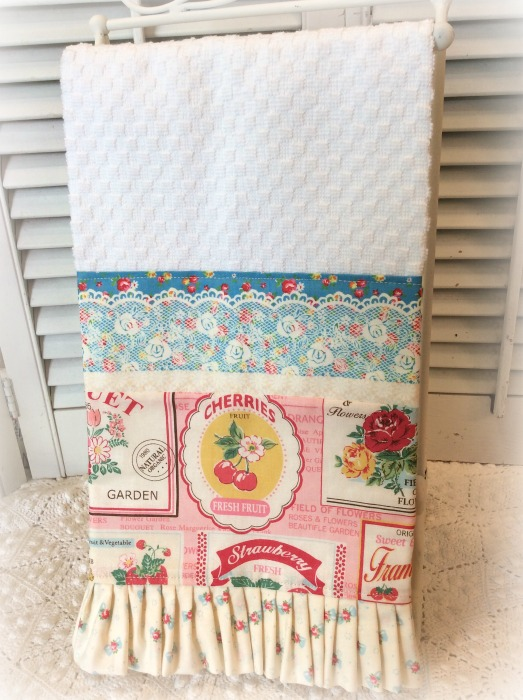 Vintage label and strawberries Kitchen towel