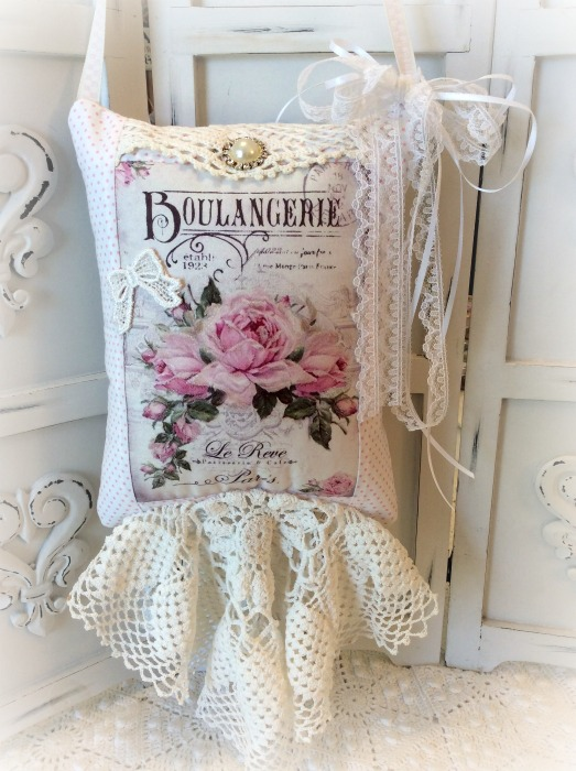 French script KEEPSAKE Gift Pillow w/matching tag pink roses