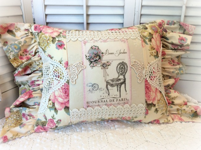 French beaux jardin roses pillow